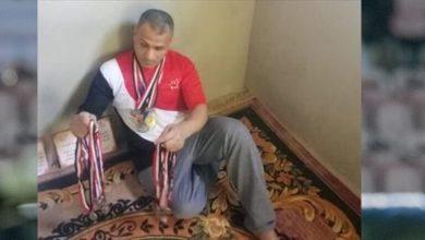صورة لاعب مصري يعرض 46 ميدالية للبيع