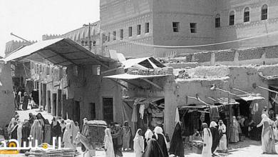 صورة من الأمثلة على أسواق العرب القديمة التي انتشرت في شبة الجزيرة العربية قبل البعثة سوق الحرير والبخور.