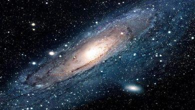 صورة يمكن لمستويين في الفضاء أن يتقاطعا في نقطة