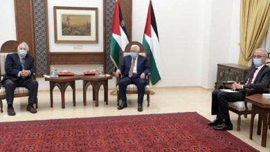 صورة الرئيس الفلسطيني يلتقي رئيس لجنة الانتخابات المركزية حنا ناصر