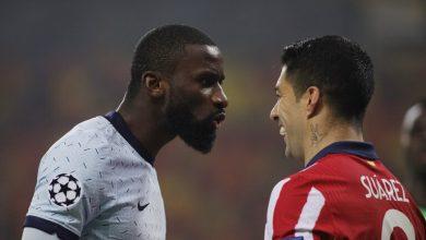 صورة لاعب أتلتيكو مدريد يستخدم طرقاً لاستفزاز اللاعبين