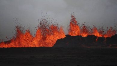 صورة في جنوب غرب إيسلندا بركان يثور