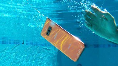 5 طرق لإنقاذ هاتف ذكي وقع في الماء وتكون مستعدًا في حالة حدوث ذلك