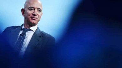 صورة أغنى رجل في العالم يتنحى عن منصبه في أمازون