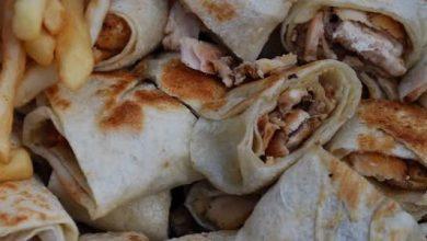 صورة تحضير شاورما الدجاج العربي من صدور الدجاج اللبن الزبادي وصلصة الطماطم ومعجون الفلفل الرومي