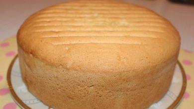 صورة طريقة عمل الكيكة الأسفنجية العادية اللذيذة في المنزل وبأقل تكلفة