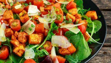 صورة طريقة عمل سلطة البطاطا بالجرجير المبتكرة وفوائها الكبيرة لمتبعي الحميات الغذائية المختلفة