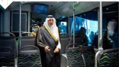 صورة أمير مكة يدشن نموذج حافلات النقل العام بالعاصمة المقدسة