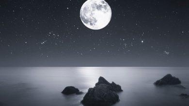 ماذا يتكون عند اصطدام نيزك بالقمر