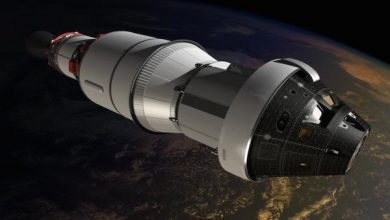يستعمل طاقم السفن الفضائية أجهزة خاصة للتواصل مع بعضهم البعض لأن