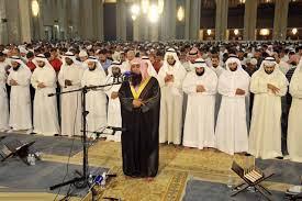 من شروط صحة الاقتداء لمن هو خارج المسجد أن يسمع التكبير