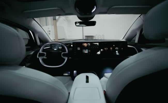 IndiEV تكشف عن سيارة كهربائية مع حاسب رائد مدمج